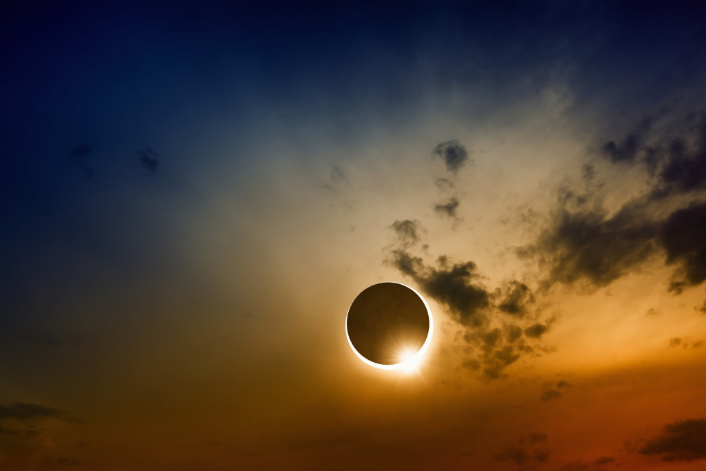 A full sun eclipse with clouds